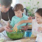 料理のお手伝い、子供のためにはやらせた方がいいのでしょうか?