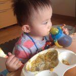 子供が食事の途中で立ちます…